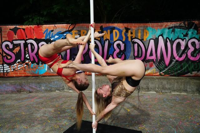 W Poznaniu pojawiła się pierwsza w Polsce otwarta strefa pole dance. Zobacz zdjęcia z dnia otwarcia.Zobacz kolejne zdjęcie --->