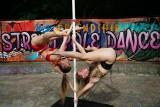 W Poznaniu powstała pierwsza w Polsce strefa do pole dance. Taniec na rurze można teraz ćwiczyć na otwartej przestrzeni