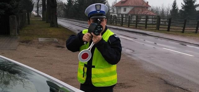 Jazda przyłapanego kierowcy skończyła się mandatem w wysokości 300 zł i sześcioma punktami karnymi.