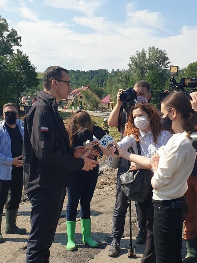 Premier wizytował poszkodowane przez burzę miejscowości w gminach Jawornik Polski i Kańczuga.