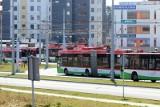 """Za mało miejsca w autobusach, pasażerowie się nie mieszczą w pojazdach. ZTM uruchomił """"kursy bisowe"""""""