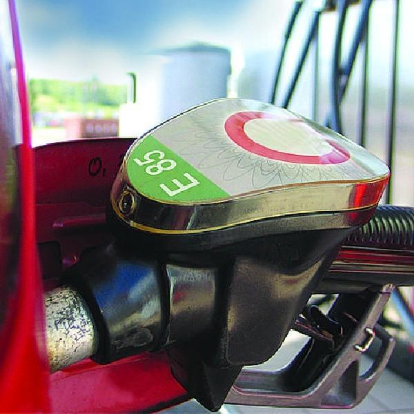 E85 powoduje mniejsze niż zwykłe paliwa zanieczyszczenie powietrza.