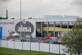 Nowy Targ. Rozpoczęła się rozbiórka byłego już sklepu Alma [ZDJĘCIA]