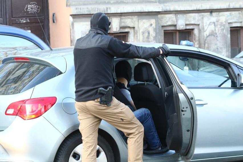 CBA przy wsparciu policji i KAS rozbiła grupę przestępczą...