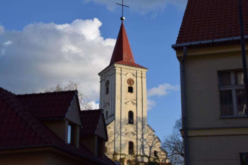 Najstarszy kościół w Nowej Soli pw. św. Michała. Ta wieża...
