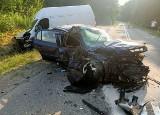 Możne. Wypadek na trasie Suwałki - Olecko. 20-latek w oplu zderzył się czołowo z tirem. W aucie miał narkotyki