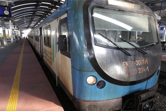 Pociągi EN57 AKŚ mają poważną awarie Zostały odstawione na bocznicę.