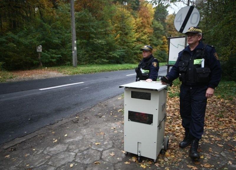 Z fotoradarem strażnicy miejscy będą kontrolowali prędkość samochodów głównie w pobliżu szkół.