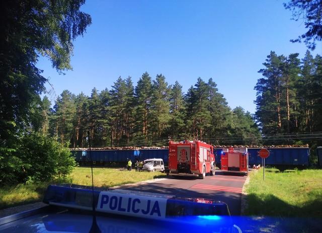 Podnowinka. Wypadek na przejeździe kolejowym. Pociąg uderzył w samochód osobowy