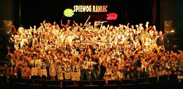 """Organizatorzy podobnie jak w roku ubiegłym spodziewają się, że na XVII Ogólnopolskim Festiwalu Piosenki Harcerskiej """"Śpiewograniec"""" wystąpi ponad 200 artystów z całej Polski."""