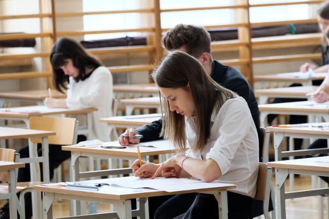 Egzamin gimnazjalny 2017 PRZECIEKI: jakie bedą zadania i pytania [PYTANIA, ZADANIA, DATA, TERMINARZ]