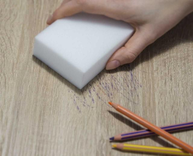 Magiczna gąbka to sposób na ślady po kredkach i długopisachZa pomocą magicznej gąbki usuniemy nawet ślady kredek i długopisów ...