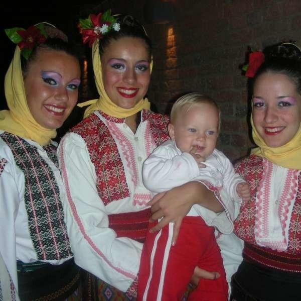 Serbski zespół Svati Sava przyjechał do Nysy po raz drugi. Tym razem z najmłodszym członkiem grupy - synkiem jednej z tancerek.
