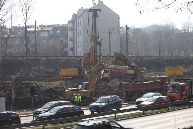 Plac budowy przy al. Powstańców Śląskich, 17 marca.