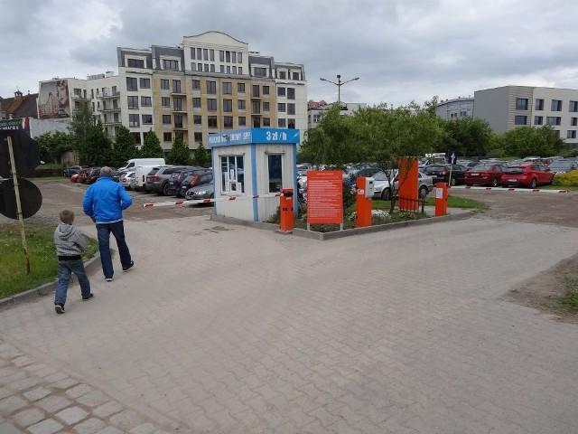 Komornik zajął urządzenia płatnicze i bramki przy wjazdach i wyjazdach z parkingów buforowych