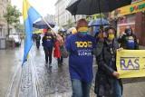 Marsz Autonomii Śląska w Katowicach przeszedł w strugach ulewnego deszczu