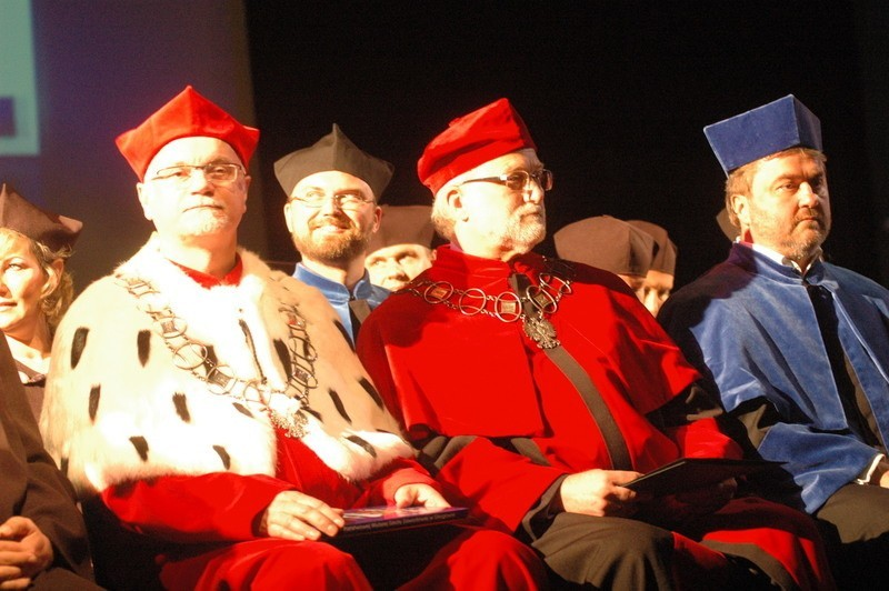Na scenie zasiedli członkowie senatu PWSZ, między innymi...