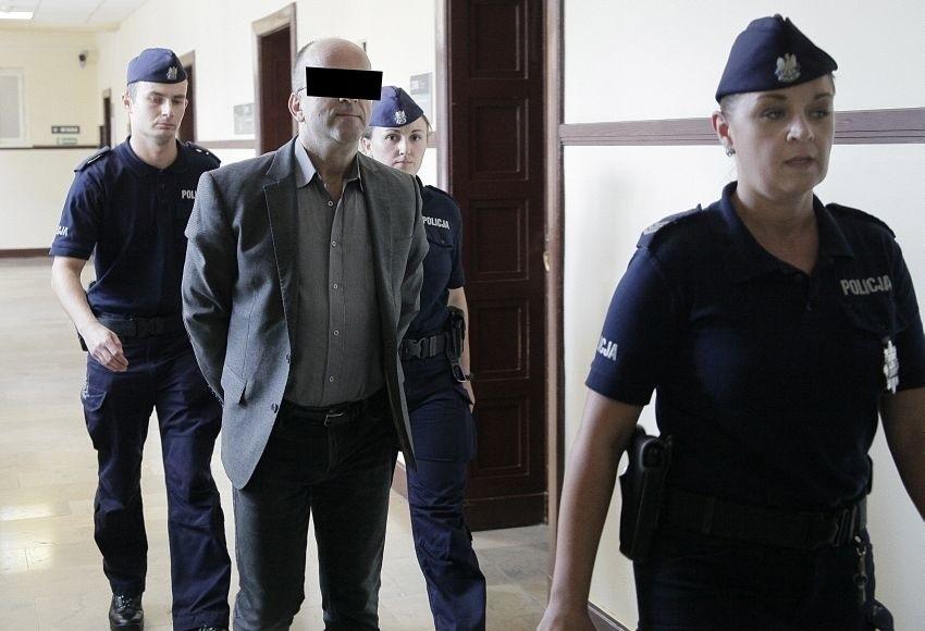 """Były ksiądz i poseł Roman K. a także redaktor naczelny tygodnika """"Fakty i Mity"""" skazany na 10 lat więzienia m.in za nakłanianie do zabójstwa"""