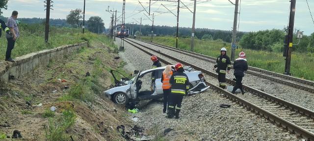 W miejscowości Wielkie Rychnowo niedaleko Kowalewa Pomorskiego doszło do groźnego wypadku. W jego wyniku ranna została kierująca samochodem osobowym, który wjechał pod nadjeżdżający pociąg.