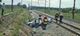 Wypadek na przejeździe kolejowym. Śmigłowiec przetransportował ranną kobietę do szpitala w Grudziądzu
