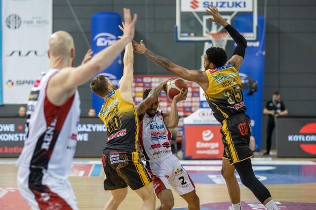 Koszykarze Stali Ostrów będą mieli niezwykle pracowity kwiecień, czekają ich bowiem arcyważne mecze w polskiej lidze i na arenie międzynarodowej
