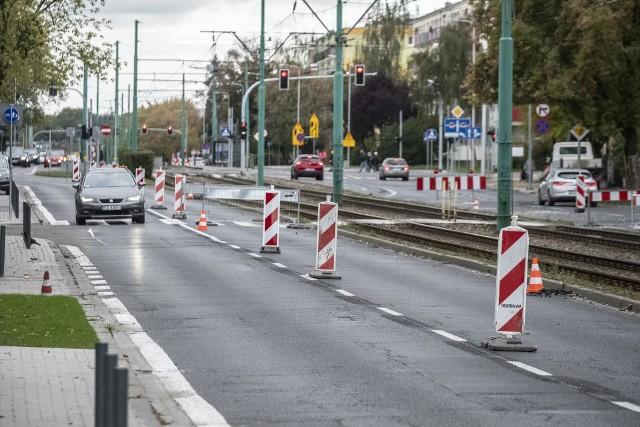 W sobotę, 17 października na ul. Grunwaldzkiej trwały przygotowania do remontu. Od poniedziałku wymieniana będzie nawierzchnia na odcinku od Jugosłowiańskiej do Słonecznej z wyłączeniem skrzyżowania z Grochowską.Przejdź do następnego zdjęcia ----->