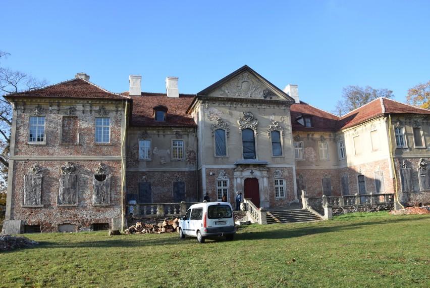 Pałac w Bojadłach w jesiennej odsłonie. Listopad 2019.