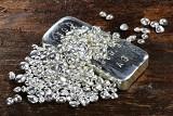 Miliony złotych z handlu włoskim srebrem i złomem, którego nie było. Oskarżeni w sprawie wyłudzenia VAT