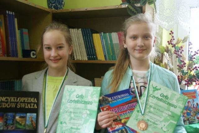 Z lewej Zuzanna Przybysz (I nagroda) i Natalia Murawska (wyróżnienie).