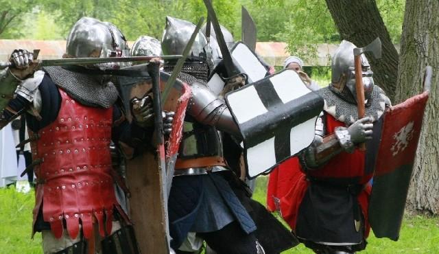 Jedną z atrakcji niedzielnego festynu będą rycerze. Na lubusko-wielkopolskim pograniczu stolicą jest Międzyrzecz, gdzie zbrojni regularnie toczą pojedynki na miecze i topory.