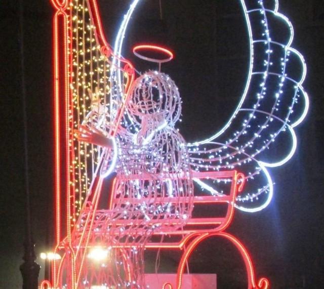 Do Brańska na święta zjechał świetlny anioł grający na harfie. Sympatycy miasta ostro wzięli się za głosowanie i gonią konkurentów
