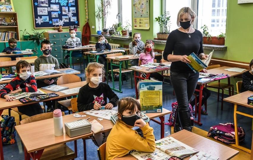 NIK prześwietliła polskie szkoły. Zbyt dużo nadgodzin...