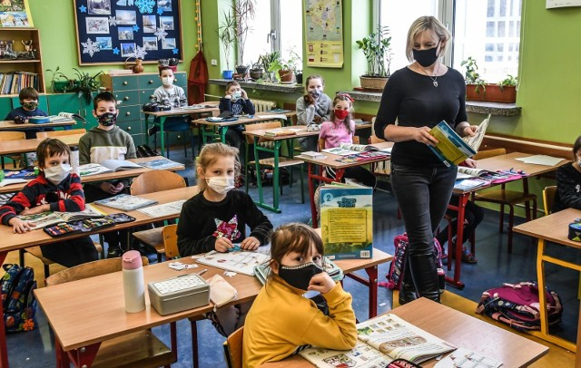 NIK prześwietliła polskie szkoły. Zbyt dużo nadgodzin nauczycieli
