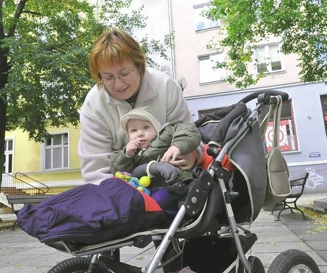 - Synek ma 14 miesięcy, więc wózek jest naszym nieodłącznym towarzyszem. Gdy wybieram się z Aleksandrem do znajomych lub po zakupy i nie mogę wejść tam z wózkiem, zawsze zostawiam go w widocznym miejscu - mówi Aurelia Matczyńska z Zielonej Góry.