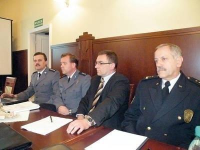 Stan bezpieczeństwa przedstawiali (od prawej): Wacław Siudut, Piotr Huber, Artur Kasicki, Grzegorz Hajto Fot. Ewa Tyrpa