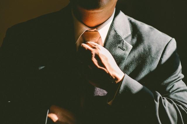 Sprawdziliśmy w księdze imion, który z panów raczej nie będzie mężem idealnym. Przy których mężczyznach lepiej mieć się na baczności i nie dać się zwieść słodkim słówkom? Przeczytajcie! Ale pamiętajcie - traktujcie ten artykuł z przymrużeniem oka. Zobacz kolejne zdjęcia. Przesuwaj zdjęcia w prawo - naciśnij strzałkę lub przycisk NASTĘPNESPRAWDŹ RYZYKOWNE IMIONA >>>