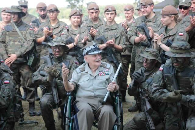 Generał Podhorski z żołnierzami 12 WBOT i CSWL