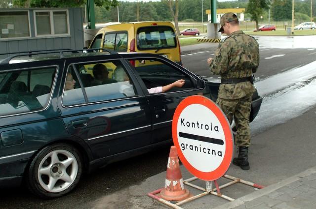 Według prokuratora strażnicy brali łapówki od końca lat dziewięćdziesiątych do 1 maja 2004 roku. Kiedy Polska przystąpiła do Unii Europejskiej, nie było już za co brać.