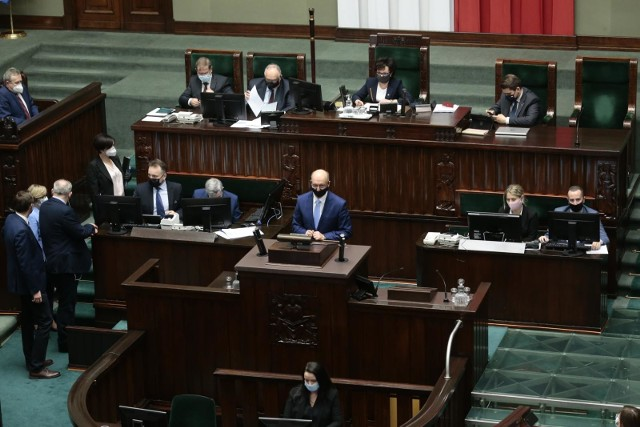 Sejm przyjął Fundusz Odbudowy. Tak głosowali posłowie z naszego regionu