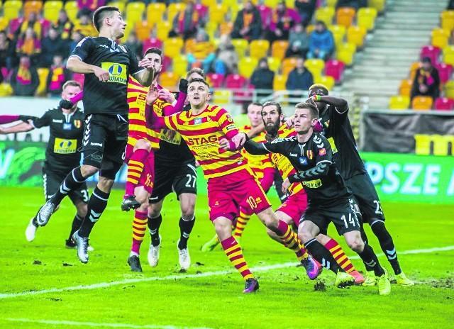 Mecze Jagiellonii z Koroną Kielce mają bardzo bogatą historię. Dotychczas w rozgrywkach ekstraklasy oba kluby spotykały się 22 razy. 8 razy górą była Jaga, 7 razy Korona. Było 7 remisów