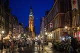 Nocne zdjęcia Gdańska. Setki turystów i mieszkańców korzystają z ciepłych wieczorów