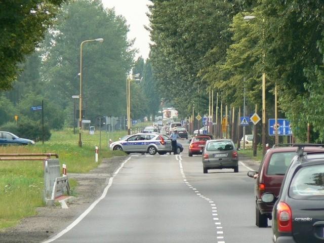 Blokada drogi w SzczecinkuMieszkancy Trzesieki i Świątek nie chcą, by ich wsie wchlonąl Szczecinek. Zorganizowali kolejny protest.