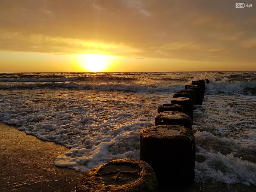 Zachód słońca nad morzem w Dziwnowie.