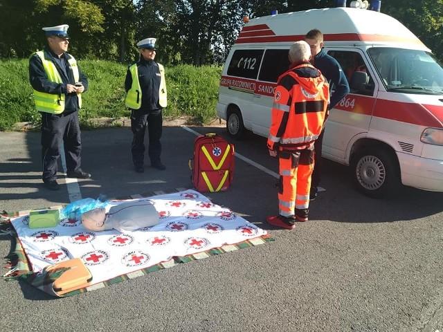 W Sandomierzu kierowcy mieli okazję ćwiczyć na fantomie na wypadek zdarzenia drogowego. Do ich dyspozycji był także ćwiczebny defibrylator, żeby uzasadnić korzyści i potrzeby korzystania z tego typu urządzeń. Ćwiczenia pod okiem wyszkolonych służb ratunkowych odbyły się w ramach  Dni Bezpieczeństwa Ruchu Drogowego.
