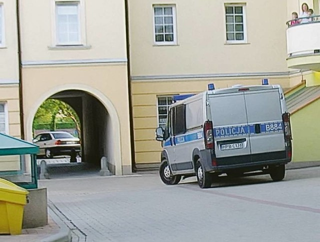 Na podwórku budynku TBS na Starym Mieście pojawili się policjanci. Wszyscy szukali czteroletniego Maciusia.