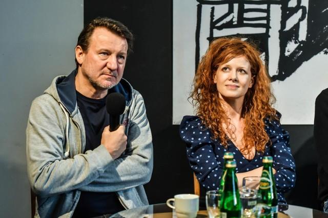 """Do kin wchodzi """"Miasto"""". W filmie zobaczymy m.in. Roberta Więckiewicza i Karolinę Gruszkę."""