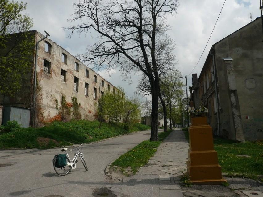 Skrzyżowanie ulic Garbarskiej i Wspólnej, budynek widoczny z lewej strony już nie istnieje. Waldemar Frąckiewicz sfotografował go w 2008 roku