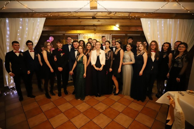 Studniówka uczniów Zespołu Szkół Katolickich w Słupsku. Zobacz zdjęcia!Pozostałe zdjęcia ze studniówek znajdziesz w specjalnym serwisie: STUDNIÓWKI 2020