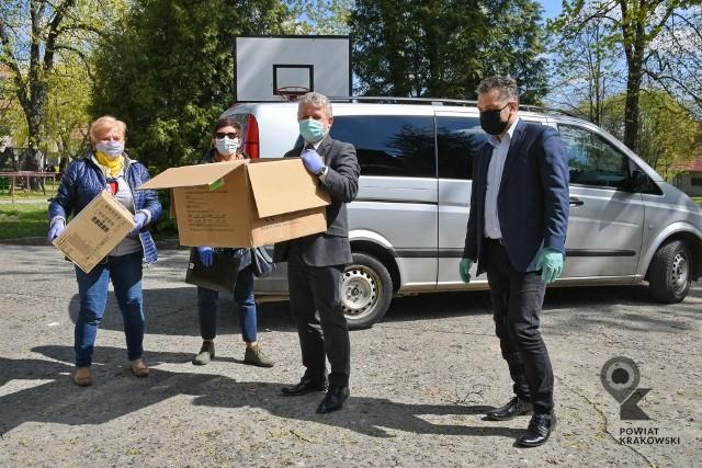 Domy Pomocy Społecznej w powiecie krakowskim organizują się na czas kryzysu, otrzymały wsparcie w postaci środków ochrony osobistej