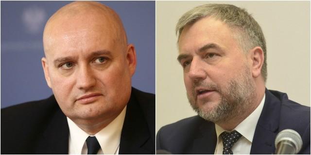 Marszałek Marek Woźniak (z prawej) odmawia wojewodzie Zbigniewowi Hoffmannowi